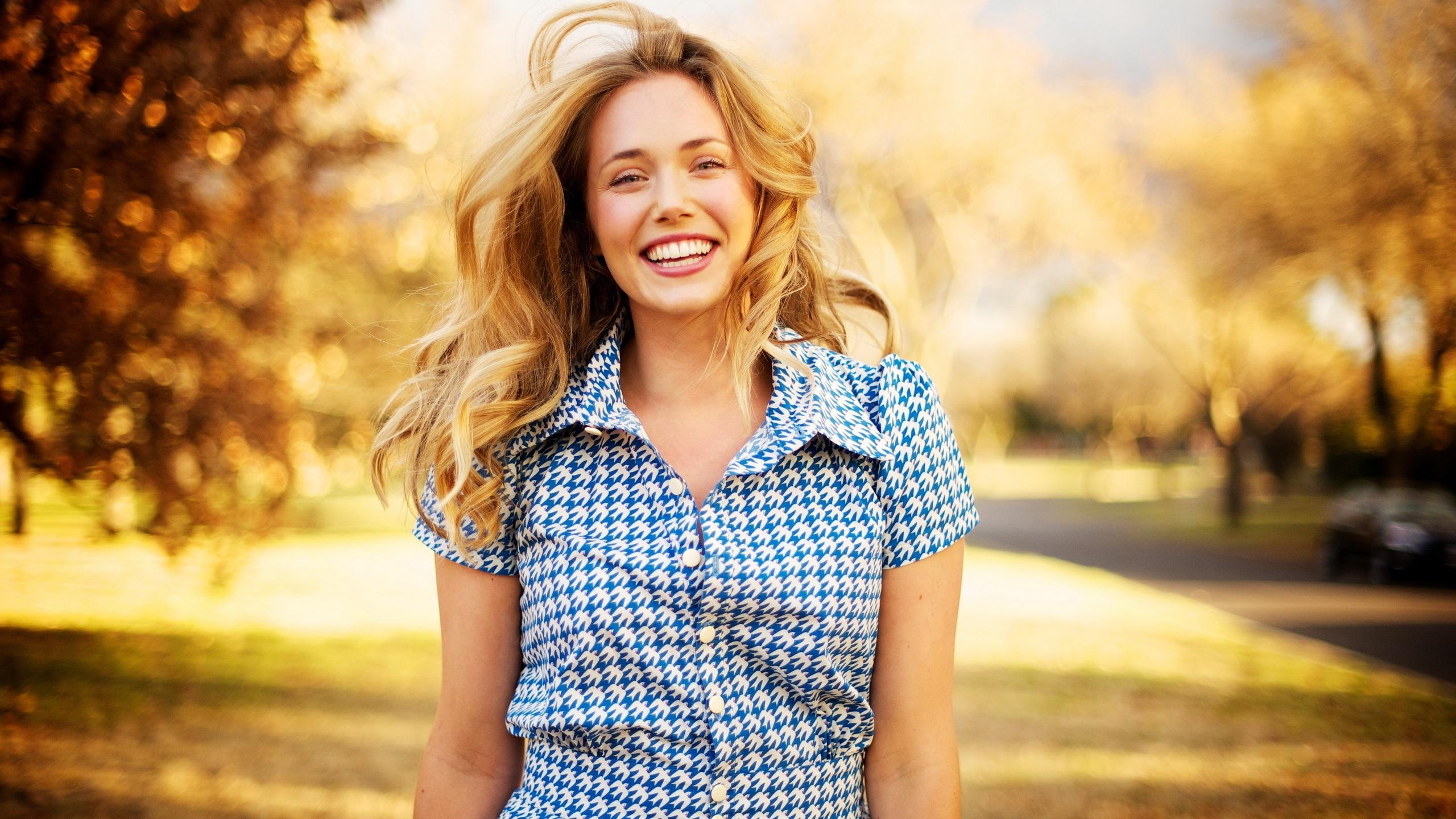 Resultado de imagen de mujer feliz